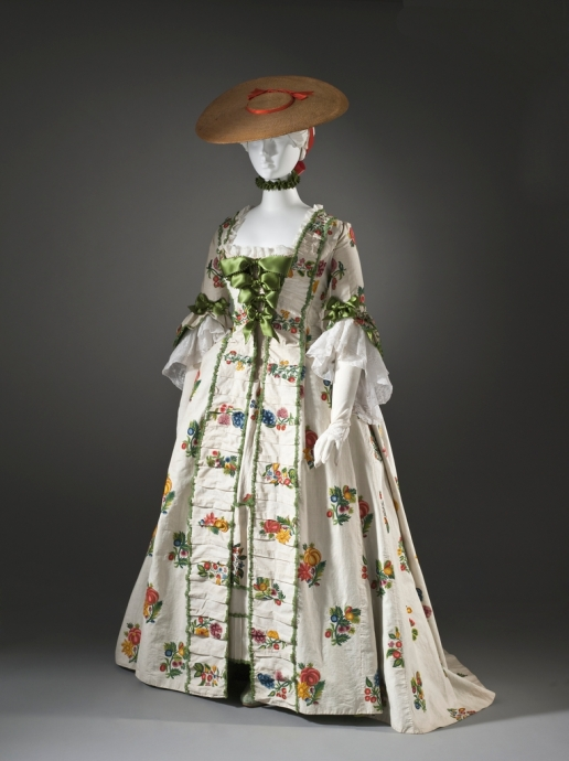 Robe_a_la_Franccedilaise_with_wool_embroidery_LACMA_M.90.83a-b_zpsvbgmlixc