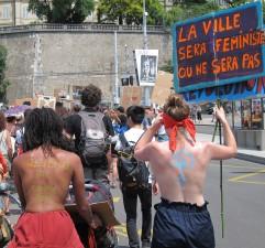 La Slutwalk longeant les remparts de Genève
